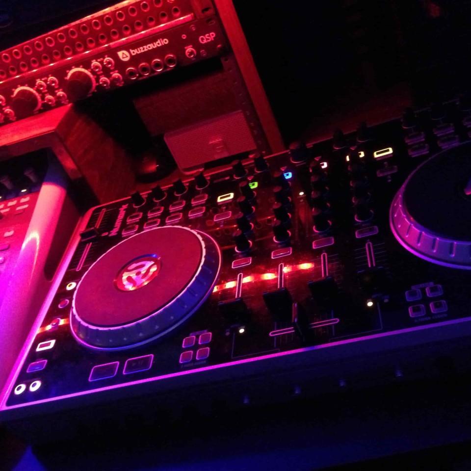 DJ tracking-min