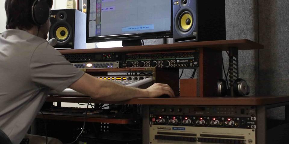 Lou Pic Working copy-min